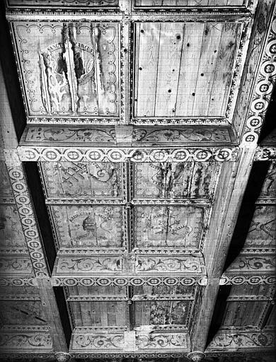 Plafond à caissons en bois peint