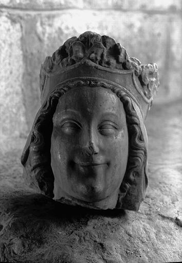 Statue en marbre : tête de vierge couronnée