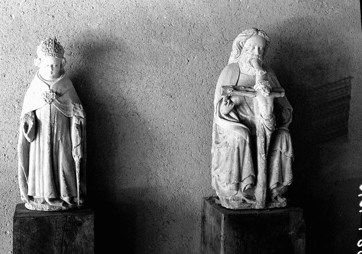 Statue en pierre d'un évêque et d'une Trinité provenant de Nébias
