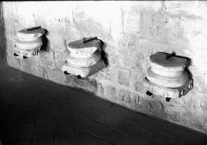Trois bases de colonne en marbre, époque gallo-romaine