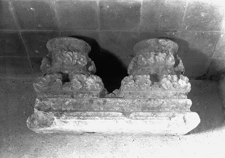 Chapiteaux géminés en marbre : feuillages