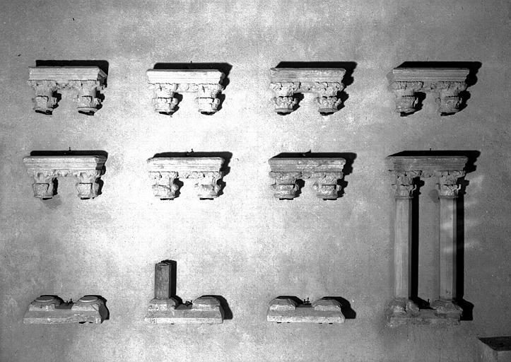 Bases et chapiteaux de colonnettes jumelées, marbre