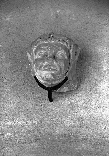 Sculpture en pierre, tête humaine