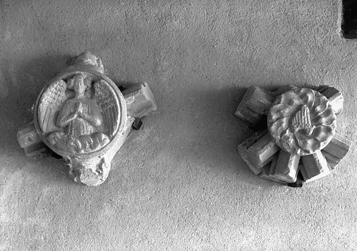 Deux clefs de voûte