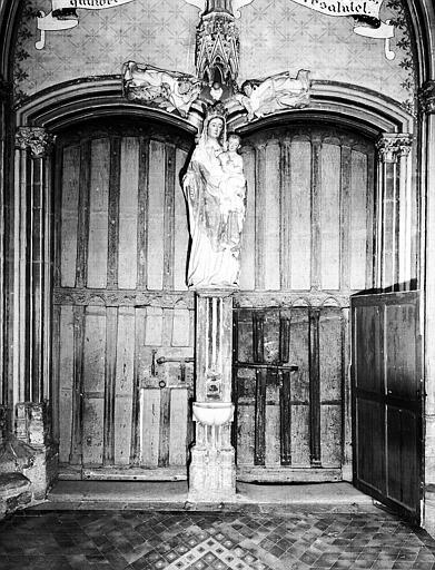 Statue trumeau en pierre peinte : Vierge à l'Enfant