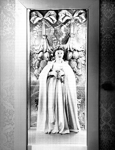 Statue en bois polychromé habillée : Vierge de Montement
