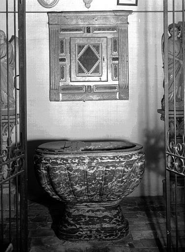 Fonts baptismaux en marbre à décor de godrons