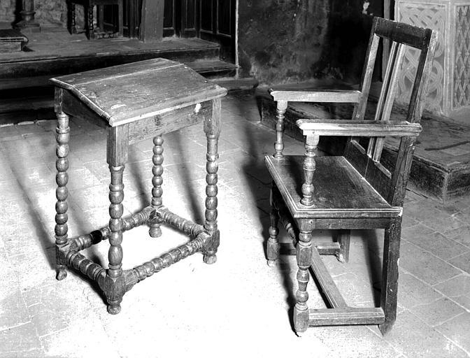 Siège de célébrant en bois sculpté d'époque Louis XIII : pupitre