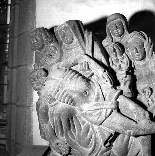 Groupe de kersanton : Vierge de Pitié entourée de saints