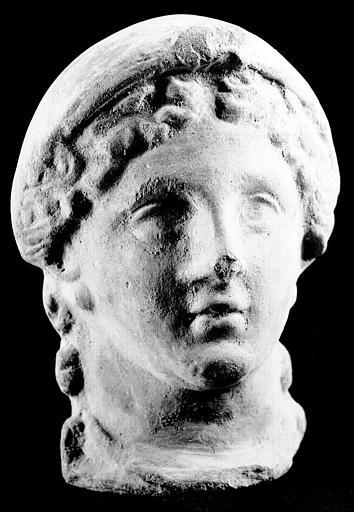 Tête d'adolescent en pierre, époque gallo-romaine