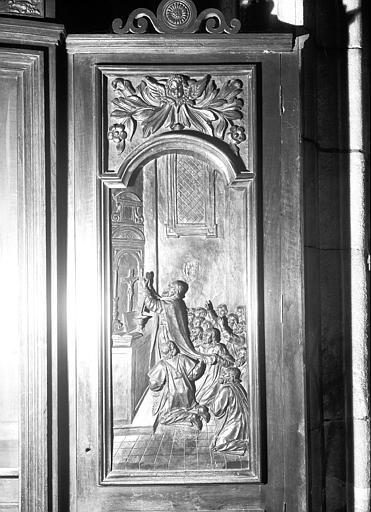 2 bas-reliefs : le Sacre d'un évêque, le Miracle de l'hostie
