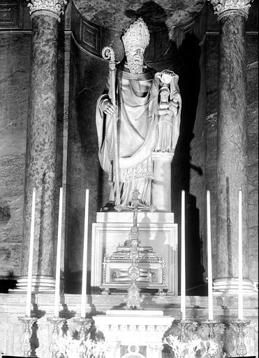 statue : saint Pothin introduisant le culte de la Vierge en Gaule