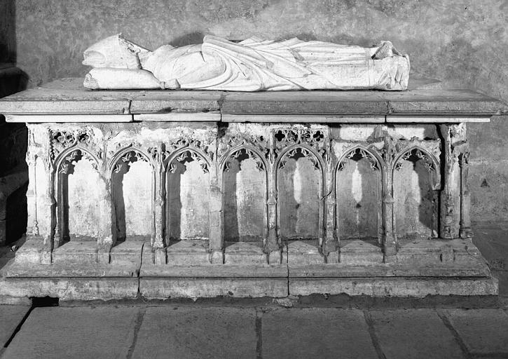 Tombeau en pierre de Nicolas de Beaufort, archevêque de Rouen