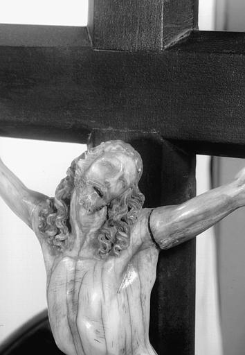 Statuette en ivoire : Christ en Croix, tête