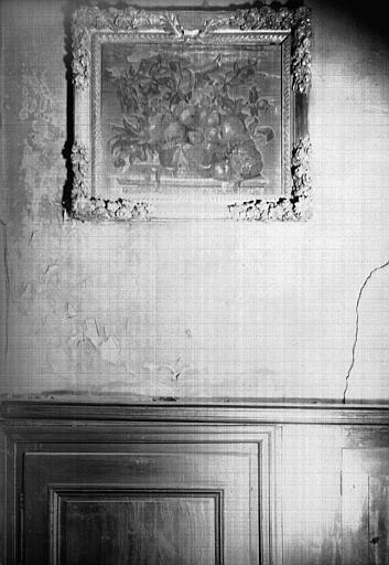 Broderie de soie sur toile : panier de fleurs avec cadre en bois sculpté