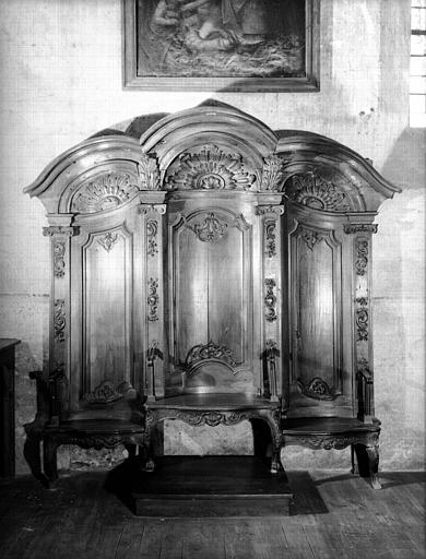 Siège de célébrant à trois places, en bois sculpté