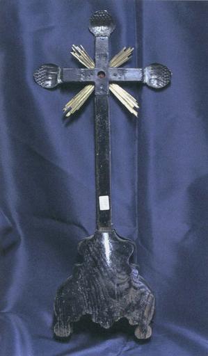 Croix-reliquaire de la Vraie Croix, bois recouvert d'une feuille d'argent, 18e siècle, revers