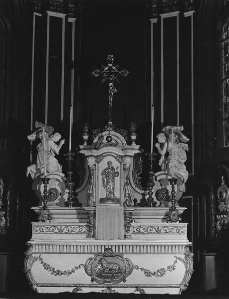 Autel, gradins d'autel, tabernacle, 2 statues (maître-autel)