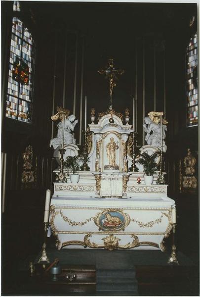 Autel, gradins d'autel, tabernacle, 2 statues (maître-autel), vue générale
