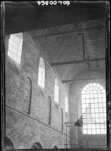 Vue intérieure de la nef vers le sud-ouest : Parties hautes