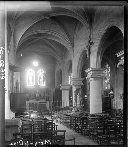 Vue intérieure de la nef vers le sud-est