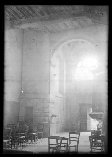 Vue intérieure de la nef : Entrée