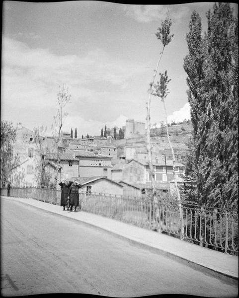 Pont sur le Cernon et château en arrière-plan, vue animée