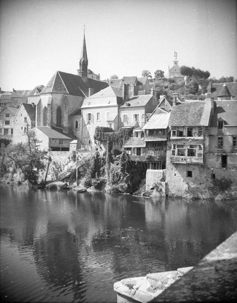 Ensemble nord-est sur la Creuse depuis le pont de la rue d'Orjon