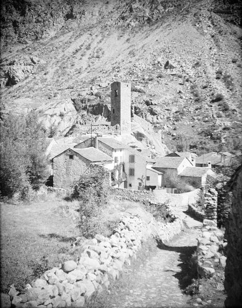 Tours en ruines dites Petit Carol et maisons en contrebas, côté sud