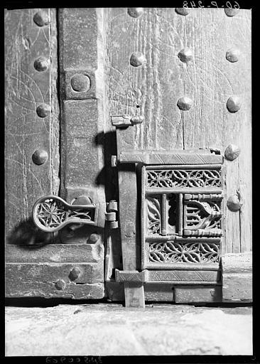 Vantail de la porte conduisant du choeur de l'église à la sacristie, et sa serrure