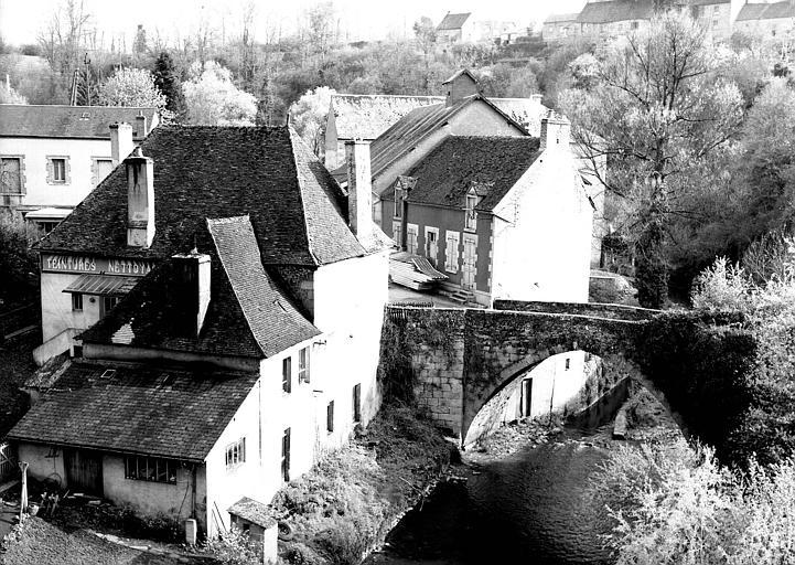 Pont en pierre sur la Creuse