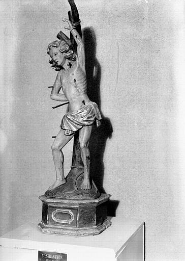 Statue en bois polychromé et doré : saint Sébastien