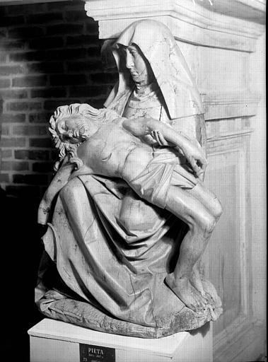 Statue en bois : Vierge de Pitié