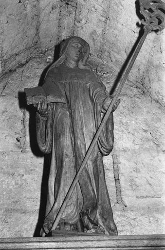 Statue : sainte Angadrême, bois
