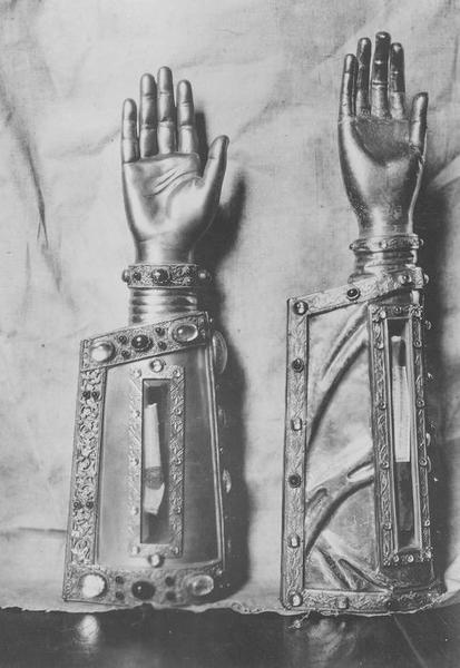 Bras-reliquaires, vue générale