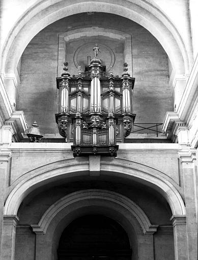 Buffet d'orgues en bois sculpté