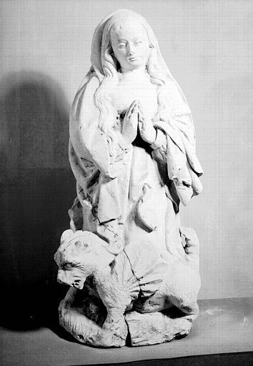 Statue en pierre : sainte Marthe et la tarasque