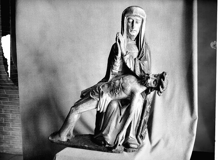 Groupe en bois polychromé : Vierge de Pitié