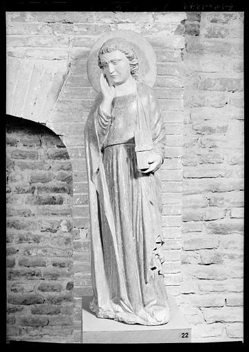 Statue en pierre: Saint Jean-de-Calvaire, état après restauration