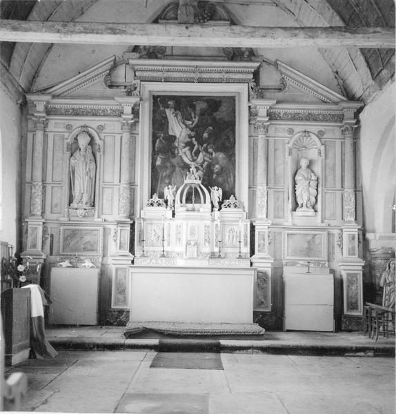 maître-autel, devant d'autel, tabernacle, retable, tableau : La Descente de Croix, 2 statues : Saint Jean-Baptiste, Saint Brice, vue générale