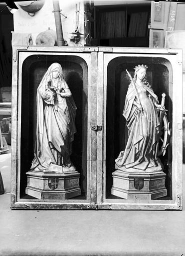 Retable en bois sculpté, peint et doré, volets extérieurs : sainte Anne, sainte Catherine, état après restauration