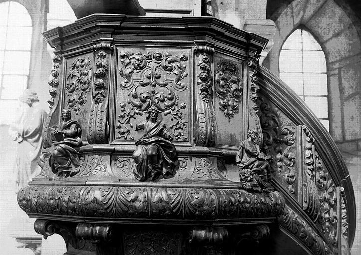 Chaire à prêcher en bois sculpté : cuve