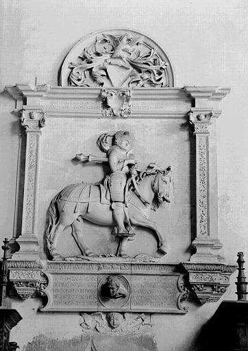 Monument des Sires de Joux, en pierre sculptée