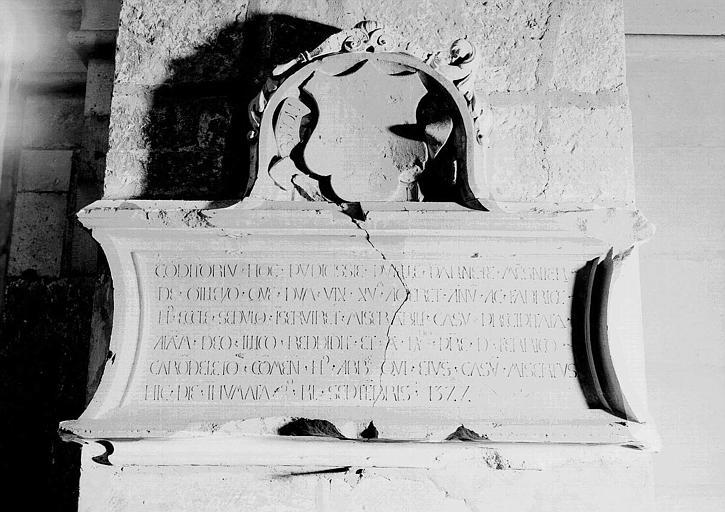 Monument funéraire de Pernette Mesnier morte en 1522, en pierre