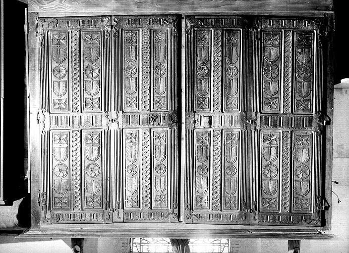 Armoire en chêne sculpté provenant de la sacristie