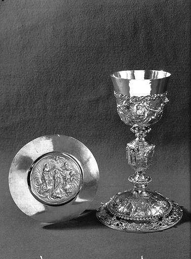 Calice, patène : le Couronnement de la Vierge