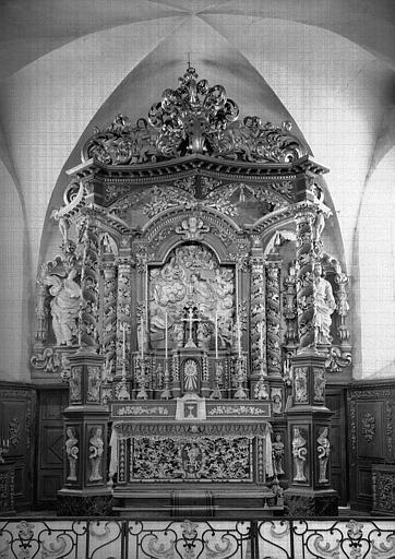 Maître-autel et retable avec baldaquin en bois sculpté