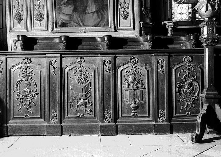 Stalles du choeur en bois sculpté, côté sud