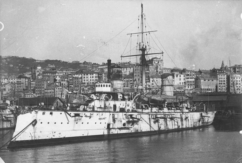 Bateau de guerre italien
