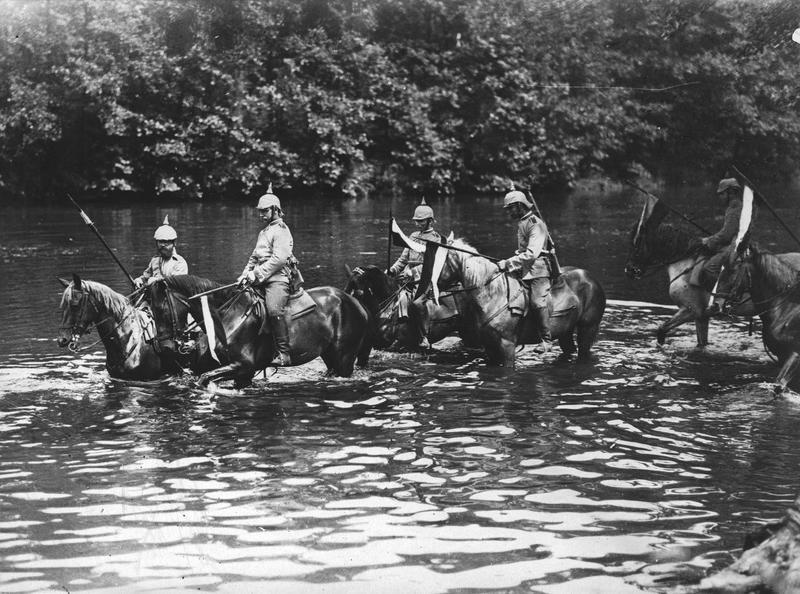 Cavaliers allemands baignant leurs chevaux